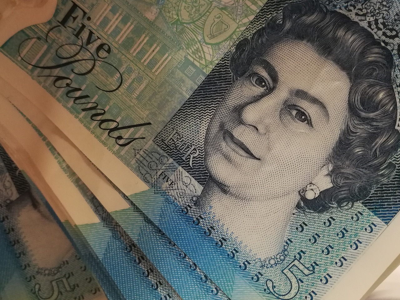 Praca w Anglii – jak uzyskać zwrot podatku? Rozliczenia podatkowe w UK